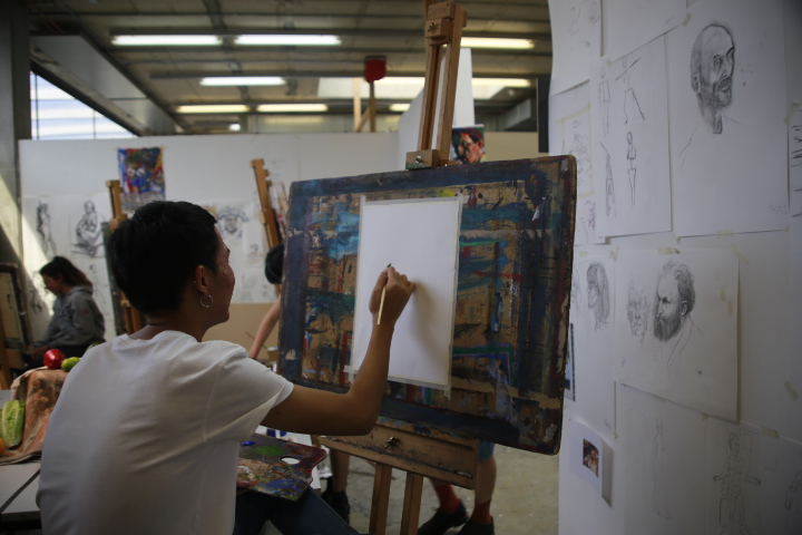 Student painting on UAL Language Centre English Plus Fine Art Summer course